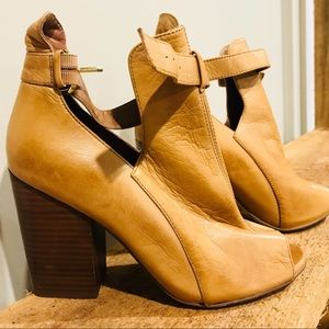 Tan Chinese Laundry heels